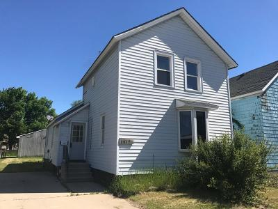 Menominee Single Family Home For Sale: 1614 12th Ave