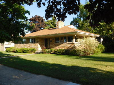 Menominee MI Single Family Home For Sale: $158,000