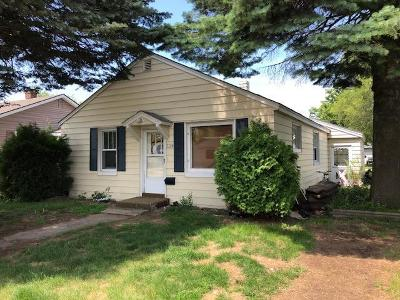 Menominee Single Family Home For Sale: 2204 15th Ave