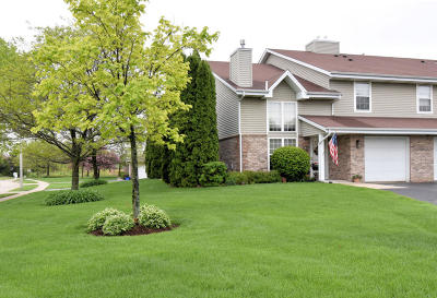 Pewaukee Condo/Townhouse Active Contingent With Offer: 617 Westfield Way #A