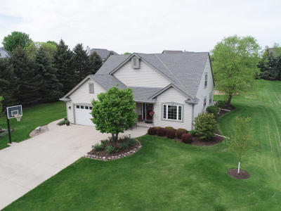 Sussex Single Family Home Active Contingent With Offer: N72w22656 Edgewood Ln