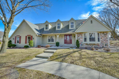 New Berlin Single Family Home Active Contingent With Offer: 12625 W Weatherstone Blvd