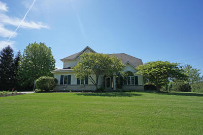 Waukesha Single Family Home Active Contingent With Offer: S48w23585 Merlin Ln