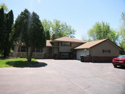 Single Family Home For Sale: S62w23187 Fern Dr
