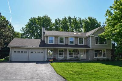 Nashotah Single Family Home Active Contingent With Offer: W326n4207 Portside Dr