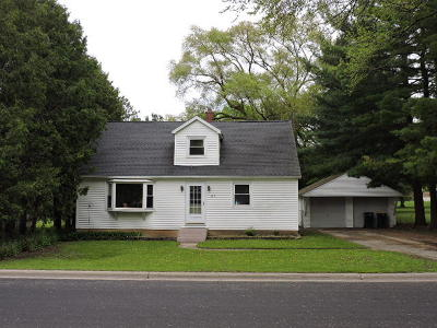 Fort Atkinson WI Single Family Home Active Contingent With Offer: $159,900