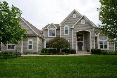 Nashotah Single Family Home Active Contingent With Offer: W331n3365 Chestnut Ct