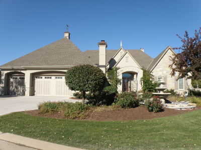 Brookfield Single Family Home For Sale: 19070 Chapel Hill Dr