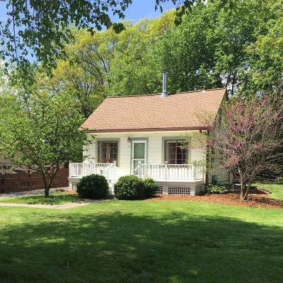 Brookfield Single Family Home Active Contingent With Offer: 1255 Edwards St