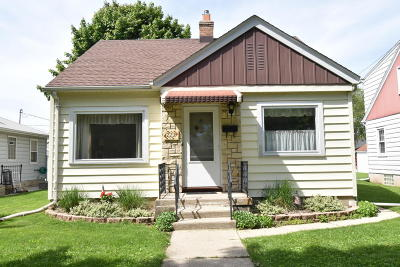 Waukesha WI Single Family Home Active Contingent With Offer: $154,900