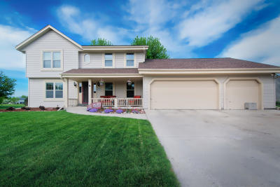 Jackson WI Single Family Home Active Contingent With Offer: $319,900