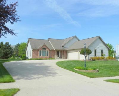 Pewaukee Single Family Home Active Contingent With Offer: 1112 Riverway Ct