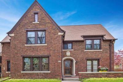 Milwaukee Single Family Home For Sale: 3073 N Hackett Ave