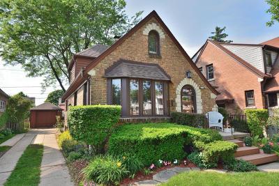 Milwaukee Single Family Home For Sale: 2769 N Carlton Pl