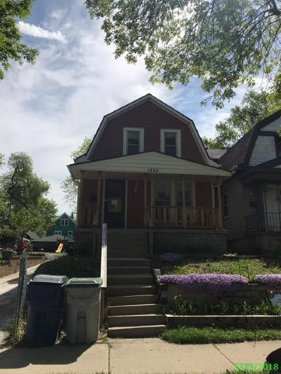 Milwaukee Single Family Home For Sale: 1220 S 25th St