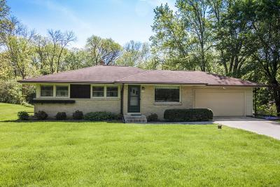 Waukesha WI Single Family Home Active Contingent With Offer: $234,900