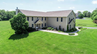 Mukwonago Single Family Home For Sale: S94w32685 Hickorywood Trl