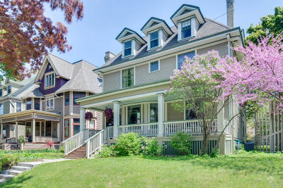 Milwaukee Single Family Home For Sale: 2836 N Stowell Ave
