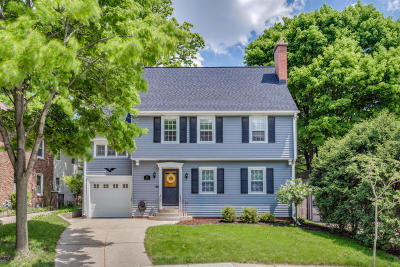 Wauwatosa WI Single Family Home Active Contingent With Offer: $284,900