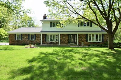 Mukwonago Single Family Home Active Contingent With Offer: S74w32623 Twin Oaks Ct
