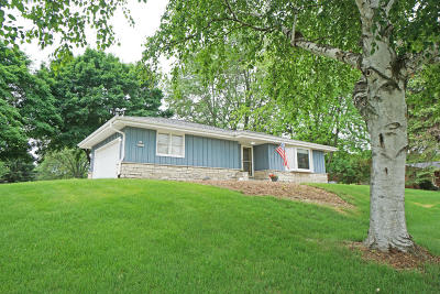 Pewaukee Single Family Home Active Contingent With Offer: N49w27855 S Courtland Cir
