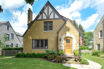 Milwaukee County Single Family Home Active Contingent With Offer: 5335 N Berkeley Blvd