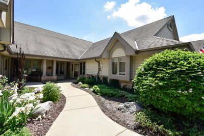 Pewaukee Condo/Townhouse Active Contingent With Offer: N14w30234 High Ridge Rd