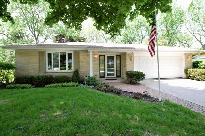 Single Family Home Active Contingent With Offer: 5870 Lakeview Dr