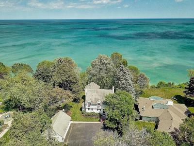 Mequon Single Family Home For Sale: 12504 N Lake Shore Dr