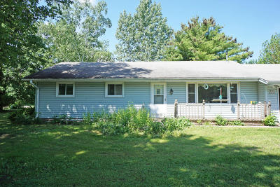 Hartland Single Family Home Active Contingent With Offer: W292n5613 Dorn Rd