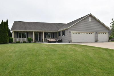 New Berlin WI Single Family Home Active Contingent With Offer: $450,000