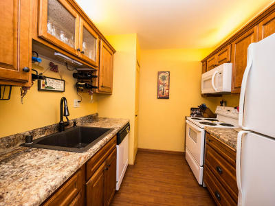 Glendale Condo/Townhouse Active Contingent With Offer: 2260 W Good Hope Rd #130