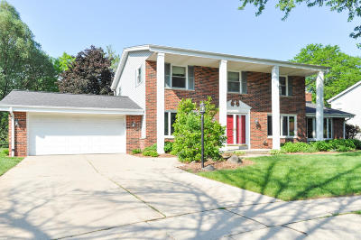 Single Family Home Active Contingent With Offer: 5723 Gladstone Ln