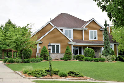 Waukesha Single Family Home Active Contingent With Offer: 1716 Tallgrass Cir