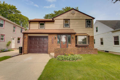 Whitefish Bay Single Family Home Active Contingent With Offer: 5112 N Lydell Ave