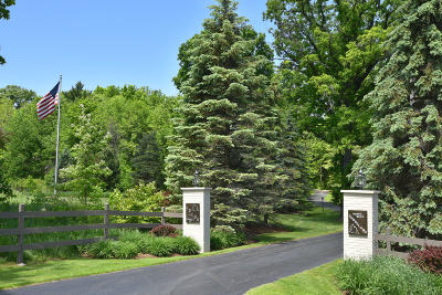 Mequon Single Family Home For Sale: 13105 N West Shoreland Dr