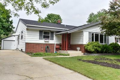 Milwaukee WI Single Family Home Active Contingent With Offer: $194,000