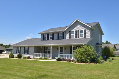 Slinger Single Family Home Active Contingent With Offer: 3856 Riegle Ct