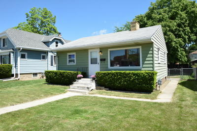 Milwaukee Single Family Home Active Contingent With Offer: 9412 W Metcalf Pl