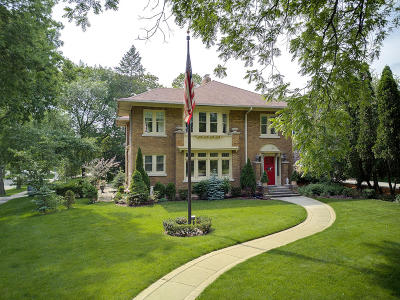 Milwaukee County Single Family Home For Sale: 5353 N Lake Dr
