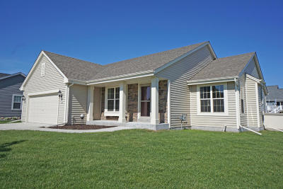 Ozaukee County Single Family Home Active Contingent With Offer: 230 Foxglove St