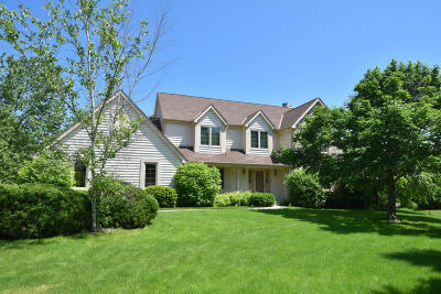 Brookfield Single Family Home Active Contingent With Offer: 4440 Three Meadows Dr