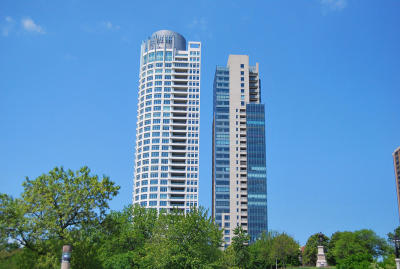Milwaukee Condo/Townhouse Active Contingent With Offer: 923 E Kilbourn Ave #602