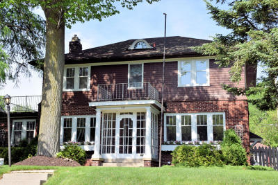 South Milwaukee Single Family Home Active Contingent With Offer: 410 Lake Dr