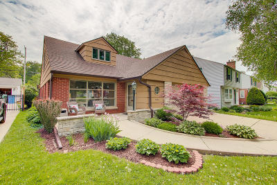 Milwaukee County Single Family Home For Sale: 6048 N Lydell Ave