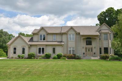 Nashotah Single Family Home For Sale: W328n3650 Range Woods Dr