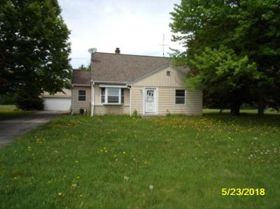 Hartland Single Family Home Active Contingent With Offer: N76w30352 County Road Vv