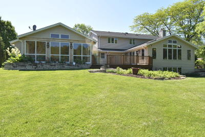 Mequon Single Family Home For Sale: 11652 N Saint James Ln