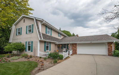 Mequon Single Family Home Active Contingent With Offer: 3310 W Chateau Ct