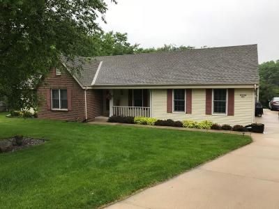 Waukesha County Single Family Home For Sale: S67w29390 Valley Woods Pass